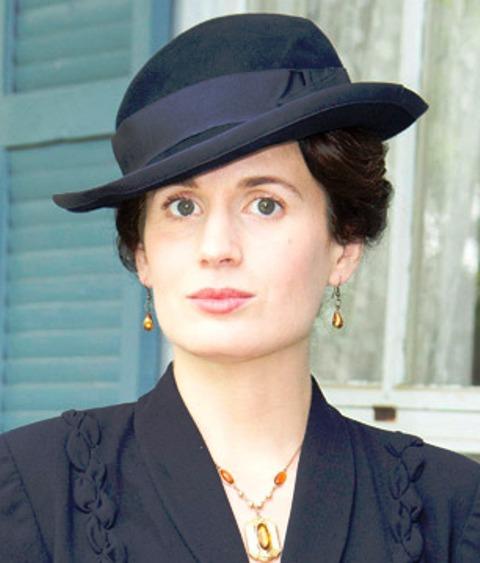 elizabeth-reaser-profilebb