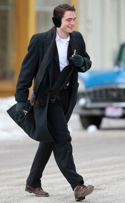 rs_634x1024-140305115504-634.-robert-pattinson-ear-muffs-life-030514