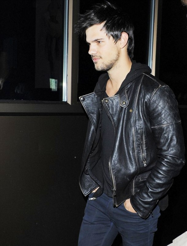 Taylor Lautner to be in UK Comedy Cuckoo