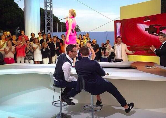 Robert Pattinson Rolled-up Suit at La Grand Journal