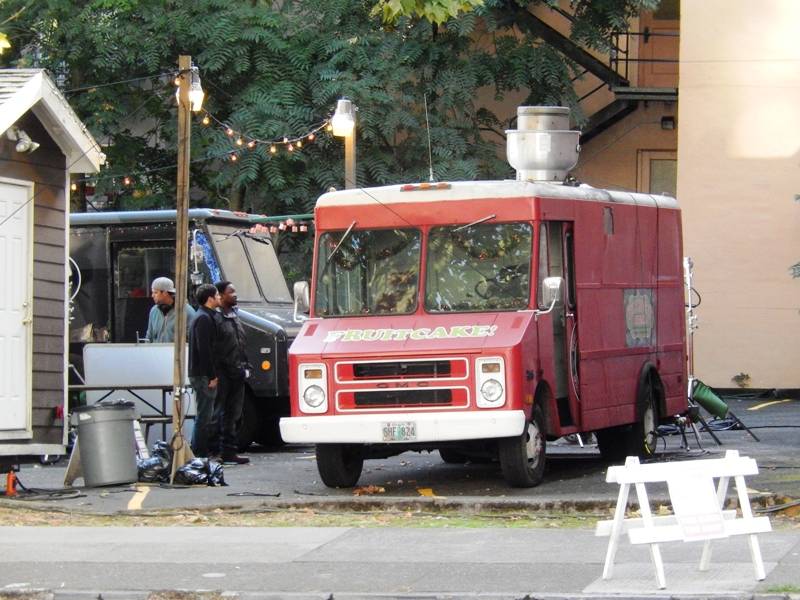 GRIMM FILMING XMAS FRUITCAKE FOOD CART