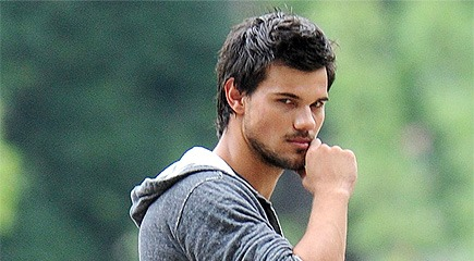 TAYLOR LAUTNER OPENS TRACERS THIS WEEK